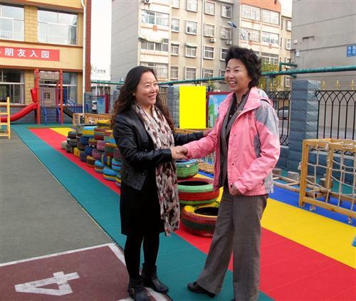 洒落在华阳大地幼儿园的每个角落,美妙的音乐伴着孩子们晨练的快乐